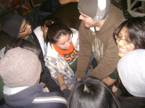 Students from UTPA and Grinnell College building relationships through human knot activity